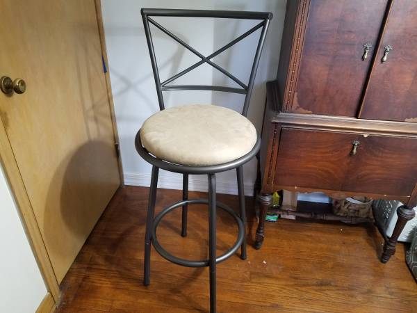 Photo Set of two bar stools. A lovely addition to your home bar - $80 (Ithaca)
