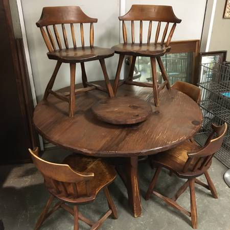Photo Vintage Hunt Furniture Round Rustic Pine Kitchen Dining Table  matching 5 Chair - $100 (Ithaca)