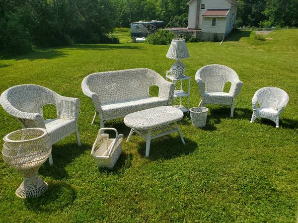 Photo White Wicker Furniture Set - 10 Pieces - $600 (Lansing)