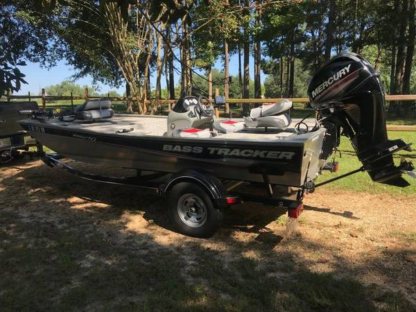 Photo 2015 BASS TRACKER BOAT - $11500 (LAUREL)