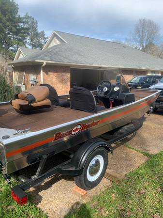 Photo 2018 Bass Tracker Boat - $12000