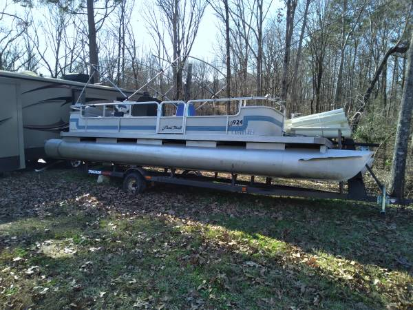 Photo 22ft pontoon boat with trailer - $2,600 (Grenada ms)