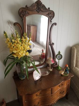 Photo Antique Bow Front Dresser - $250 (Byram)
