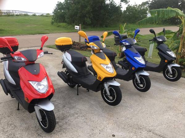Photo BRAND NEW 150cc SCOOTERS ONE YEAR FACTORY WARRANTY 90 MPG - $1,295 (Slidell)