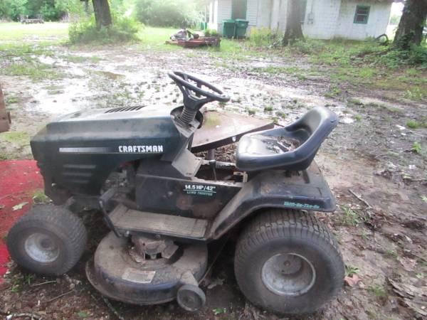Photo Craftsman Riding Lawnmower - Broken - $30 (Osyka)
