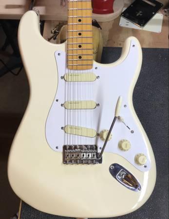 Photo Fender Stratocaster Olympic White Custom Warmoth Neck - $850 (Hammond)