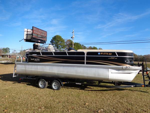 Photo G3 Pontoon Boat - $25000 (Brandon)