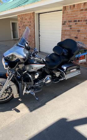 Photo Harley Davidson - $11,000 (White Castle)