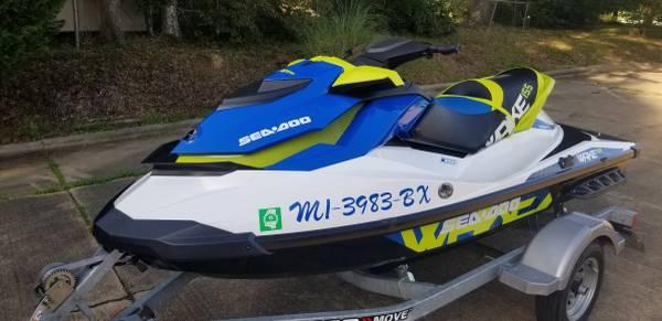 Photo Jet ski 2016 seadoo wake 155 - $10 (BYRAM)