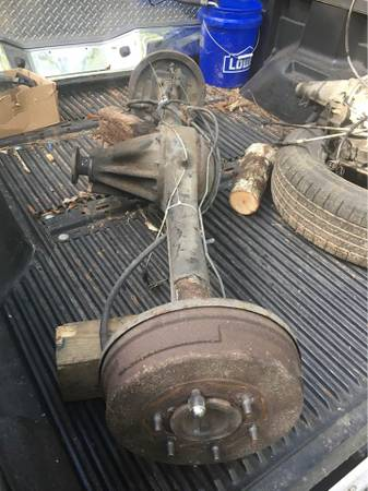 Photo Rear Axle Nissan Hardbody - $100 (Florence)