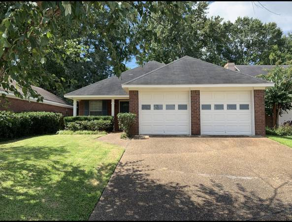 Photo Updated Ranch 2 Bedrooms, 2 Bath In Fantastic Location (111 Armonde Ct, Madison, MS)
