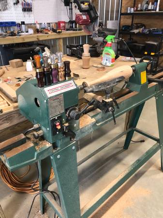 Photo Wood lathe with tools - $400 (Morton)
