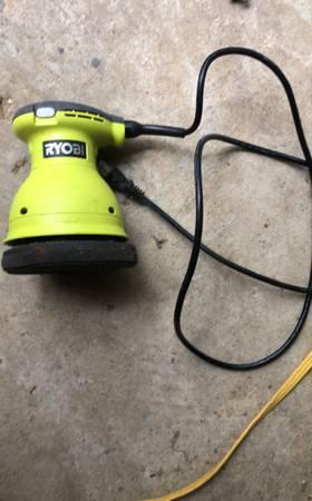 Photo ryobi 6 inch polisher - $20 (Brandon)