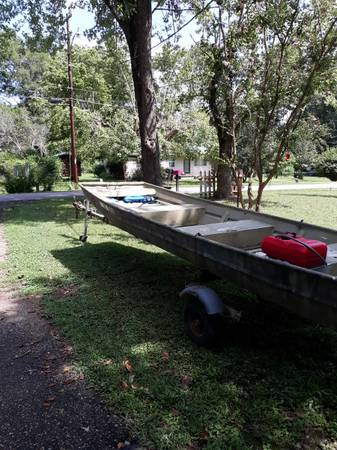 Photo 14 Ft Jon Boat with 10 hp Evinrude motor - $2,300 (Linden)