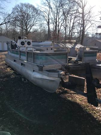 Photo 1988 Suntracker 20 Pontoon boat 70 Johnson tandem aaxle trailer - $3,000 (Cypress Inn)