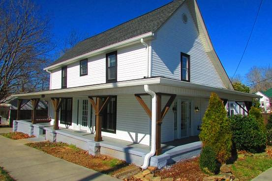 Photo 3 bed 3 12 bath Renovated Home for Sale in Dickson County TN (Dickson)