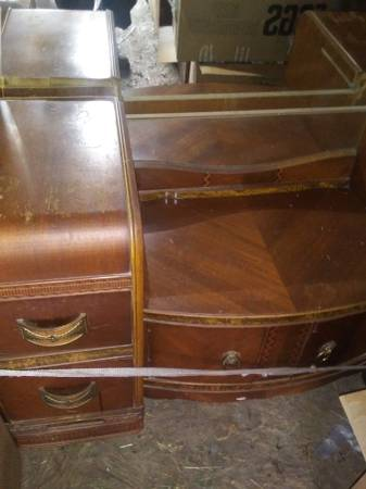 Photo Bedroom suite - $250 (Lexington tn)