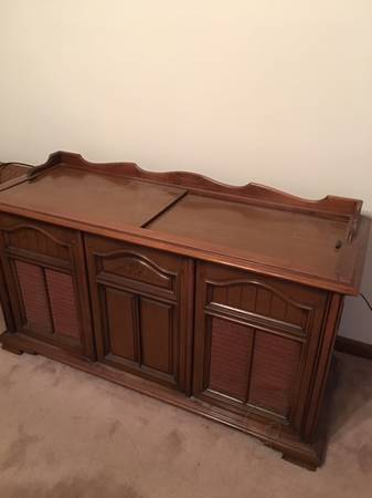 Photo Console Stereo - Radio and turn table work - $200 (Millington)