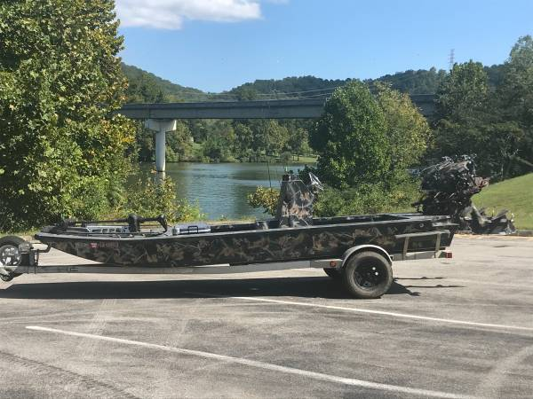 Photo Dual Prodrive Center Console Duck Boat - $28,000 (Nashville TN)