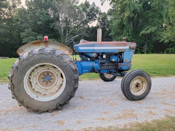 Photo Ford 5000 Diesel Tractor (Lots of New Parts) - $5,250 (Holladay)