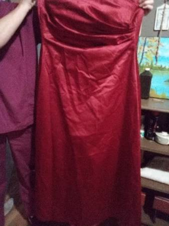 Photo Great shape size 16 red ball gown - $40 (Buena VistaHuntingdon)