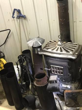 Photo Parlor wood stove - $300 (Brownsville)