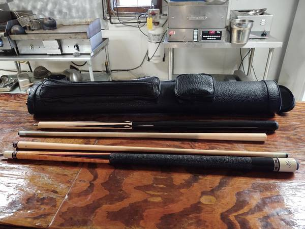 Photo Pool Cues Meucci and Players with case - $175 (Denmark)