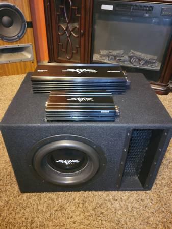 Photo Skar Audio EVL-10 loaded Enclosure with RP-1500 and SK-M400.4 4 channel - $500 (Blytheville)