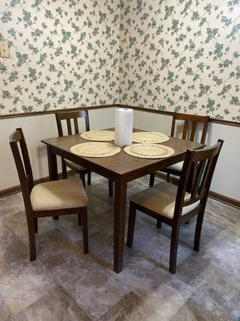 Photo small dining room set, barely used - $250 (Union City)