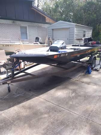 Photo 17 Foot AlumaWeld Bass Boat - $2,200 (Westside)
