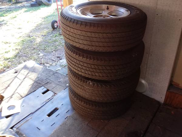 Photo 2004 ford ranger tires with rims - $300 (Merrill Road)