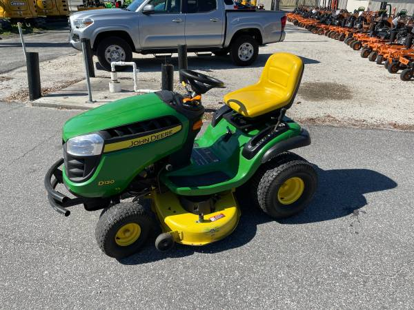 Photo 2013 Used John Deere D130 Lawn Tractor - $800 (CALL OR TEXT COLIN (904) 599-3398)