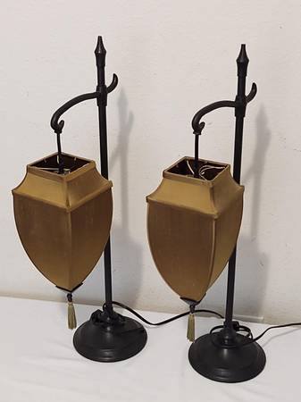 Photo 2x Pottery Barn Medina Table Ls Bronze w Teardrop Shades - $60 (NormandyChaffee)