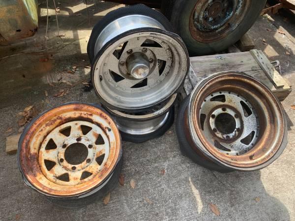 Photo 6 lug 19601987 Chevy truck wheels - $60 (Mandarin)