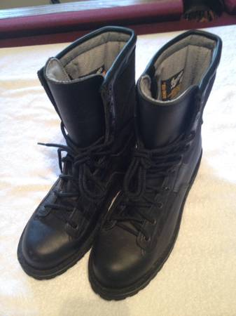 Photo Danner Boots- Acadia 8quot Law Enf model - sz 7EE - $60 (Jax Bch)