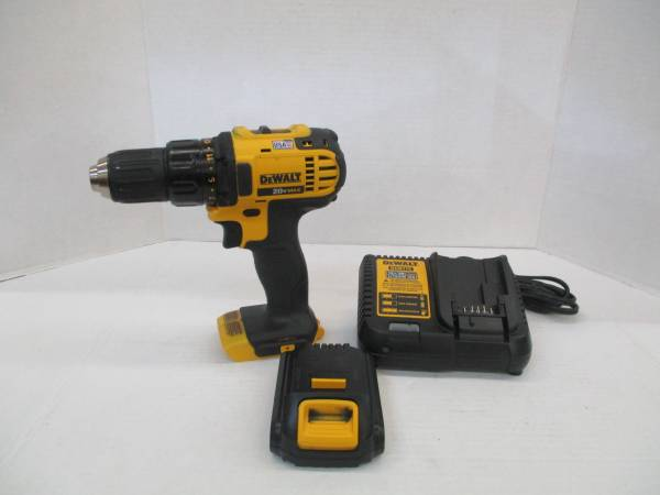 Photo Dewalt DCD780 20 Volt 20V Max 12quot 2 Speed Drill Driver with Battery  - $60 (west jacksonville)