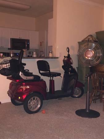 Photo E-Wheels EW-66 3 Wheel Scooter For Sale - $1,000 (Fleming Island)