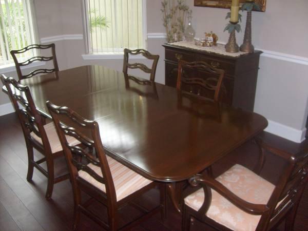 Photo Ethan Allen Dinning Table wit Chair  Buffet - $1,395 (Orange Park)