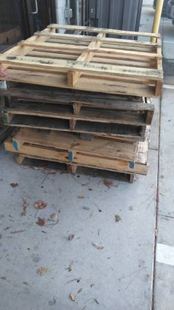 Photo FREE WOOD PALLETS (Jacksonville FL)