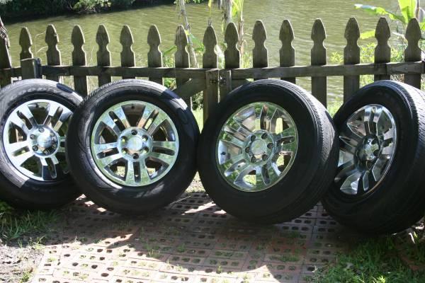 Photo Factory Chevy 6 Lug Aluminum Wheels w Goodyear Assurance P26565R18 - $500 (Blanding CR 220)