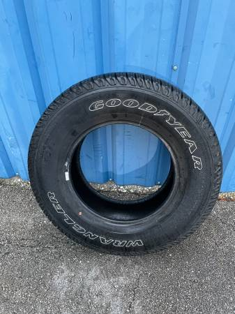 Photo Goodyear Tire - ( P22575R17 - just one ) -- Used - $45 (Southside  Phillips Hwy  Jacksonville, fl)