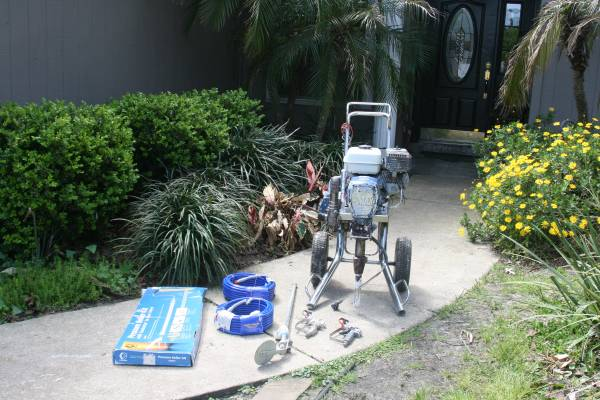 Photo Graco GMAX 5900 Airless Commercial Honda Paint Sprayer - $2,300 (Middleburg)