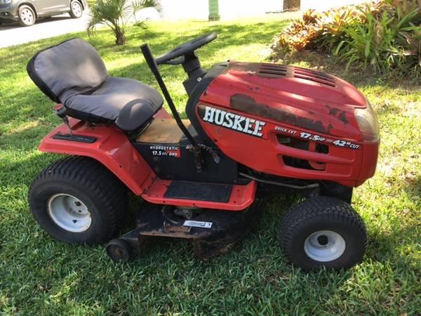 Photo Huskee Riding Lawn Mower - $325 (Mandarin)
