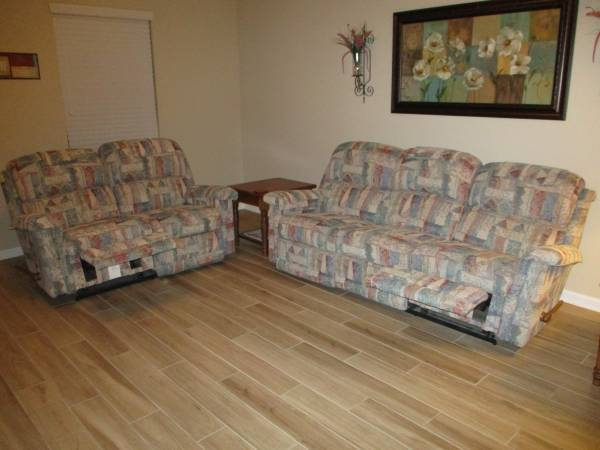 Photo LAZY BOY--Sofa  Love Seat - $225 (Johns Creek Off CR 210 West - Behind Publix)