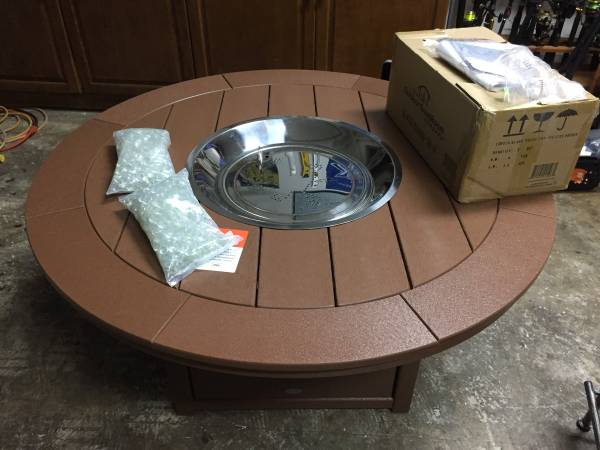 Photo New High End 48quot Fire Pit Table - Made by Polywood - $1,150 (Mandarin)