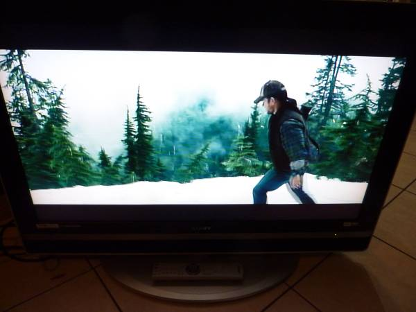 Photo Sony 40 Inch Flat Wide Screen HD TV with Remote - $40 (Jacksonville)