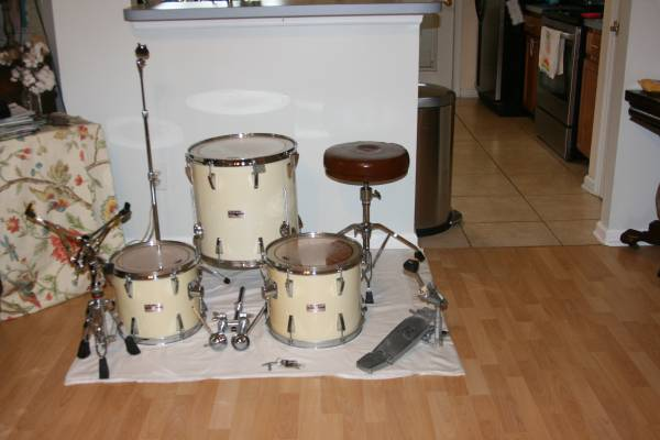Photo Vintage Yamaha 8039s made in Japan drum set and hardware - $785 (Cr 220)