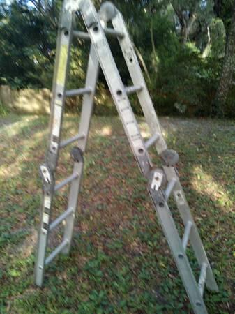 Photo Werner 12 ft Folding Ladder - $40 (Fernandina Beach)