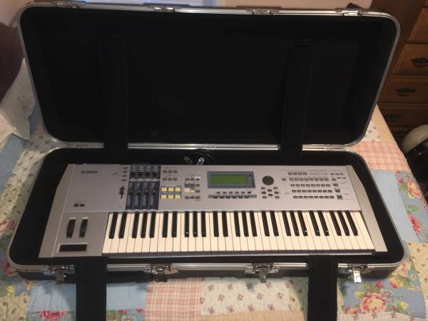 Photo Yamaha Motif ES6 Keyboard Piano w Case - $399 (Jax)
