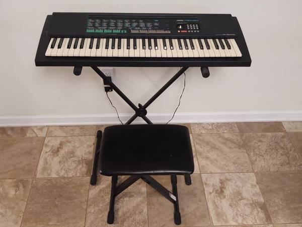 Photo Yamaha PSR 150 61 Keys Electronic Keyboard w Stand, Bench, etc. READ - $75 (NormandyChaffee)